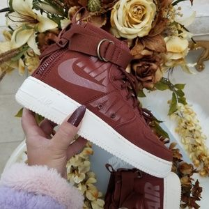 Nike SF Air Force 1 Mid Shoes